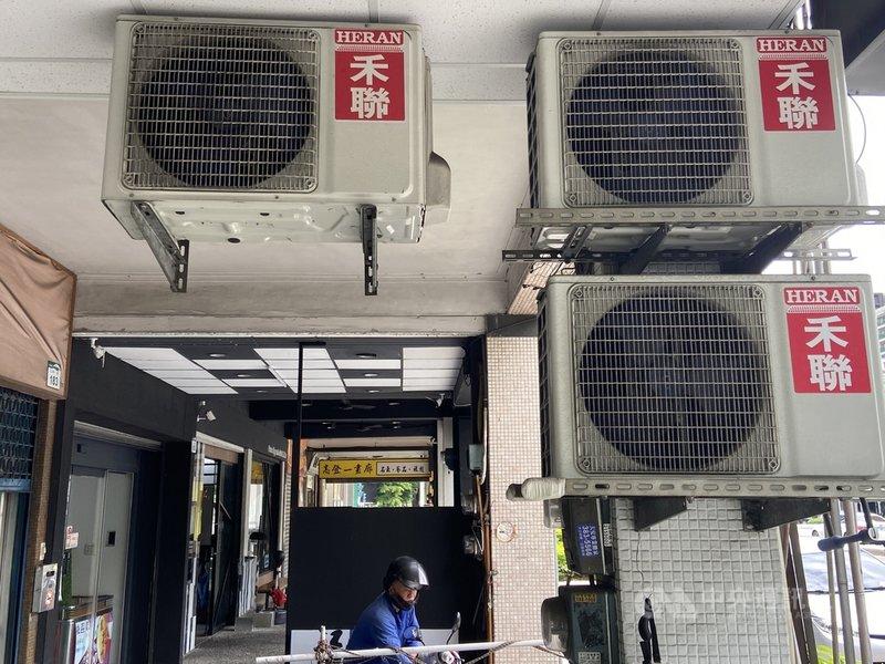 行政院會24日通過紓困4.0精進方案,政院官員表示,會中拍板一般住宅用戶取消6月夏月電價。中央社記者董俊志攝  110年6月24日