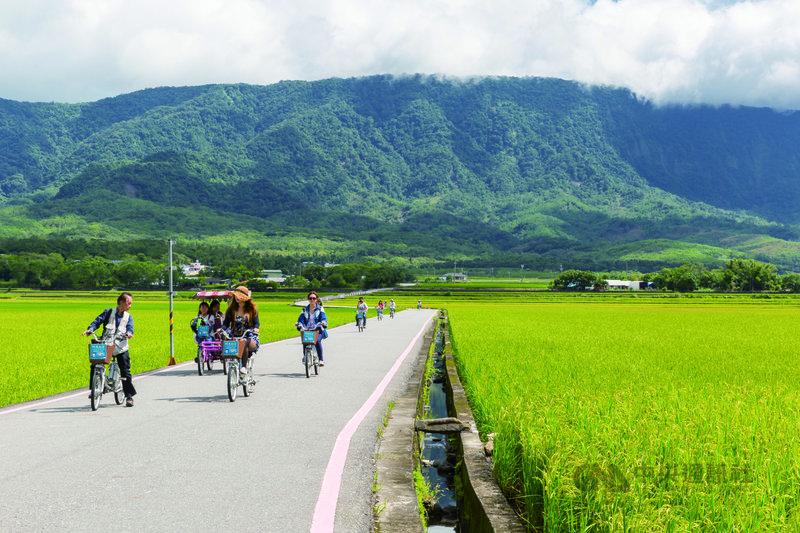 觀光局駐洛杉磯辦事處主任施照輝表示,台灣擁有豐沛的自然與人文資源,在疫情之後新常態的旅遊享有優勢。(交通部觀光局提供)中央社記者林宏翰洛杉磯傳真 110年6月24日