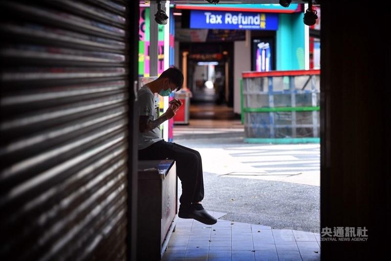 勞動部24日公布最新減班休息(無薪假)統計,這期實施人數為1萬229人,以住宿餐飲業增加最多。中央社記者王飛華攝 110年6月24日