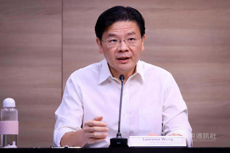 新加坡跨部會抗疫工作小組聯合領導人黃循財24日表示,星政府正研擬對疫苗接種者放寬防疫措施的指引,包括可能允許參加大型活動及更自由地出國。(新加坡通訊及新聞部提供) 中央社記者侯姿瑩新加坡傳真 110年6月24日