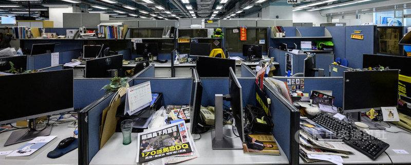 香港蘋果日報日前遭港府強制凍結金融資產,導致無法支付員工和供應商薪資,24日刊出最後一份實體報紙。RSF無國界記者組織表示,新聞自由正被扼殺。(RSF提供)中央社記者葉冠吟傳真 110年6月24日