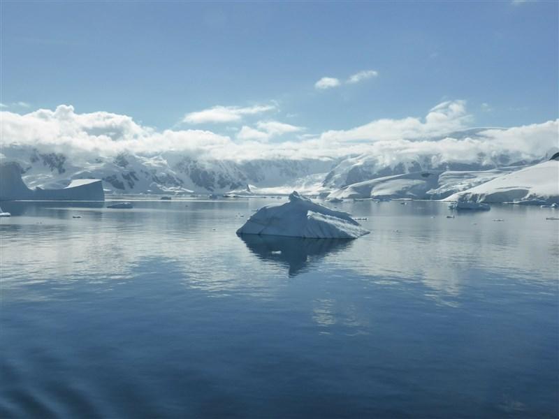全球知名地圖權威「國家地理學會」正式宣布第5大洋的存在,南極洲周圍海域被正式命名為「南冰洋」。(圖取自Pixabay圖庫)