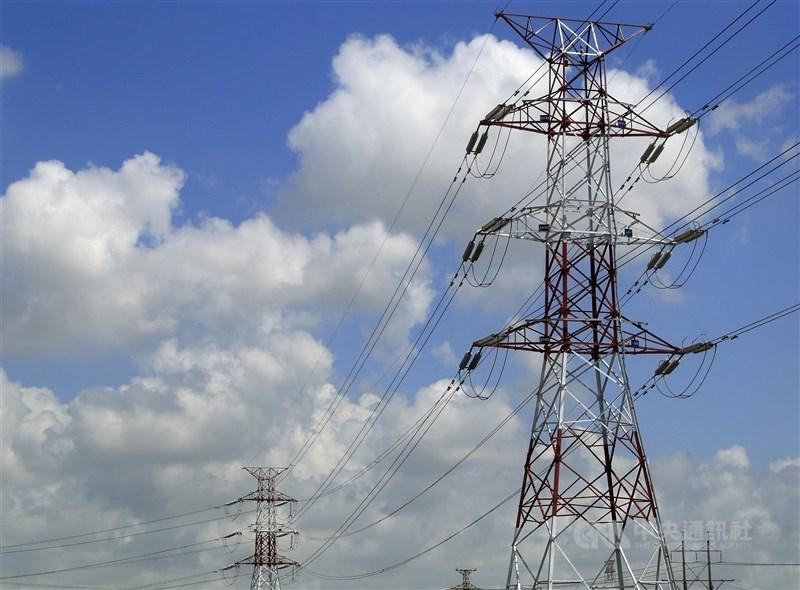 5月13日與5月17日發生2次停電,行政院要求經濟部提檢討改善報告,經濟部24日表示,11項建議為幕僚單位所提,不過相關內容尚未核定確認。(中央社檔案照)
