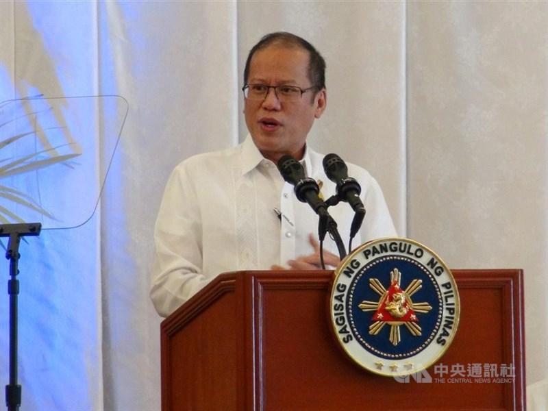菲律賓前總統艾奎諾三世辭世,他在總統任內曾提起南海仲裁案並獲勝。圖為艾奎諾三世2013年檔案照。(中央社檔案照片)