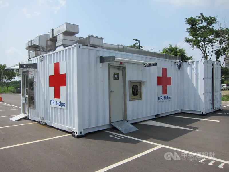 工研院在經濟部支持下,攜手奇美醫院設置高通量核酸自動化檢驗設備,打造「貨櫃組合式微負壓超高通量新冠病毒檢測實驗室」,提供採檢到檢測一條龍服務,降低感染風險、確保醫護安全。(工研院提供)中央社記者魯鋼駿傳真 110年6月25日