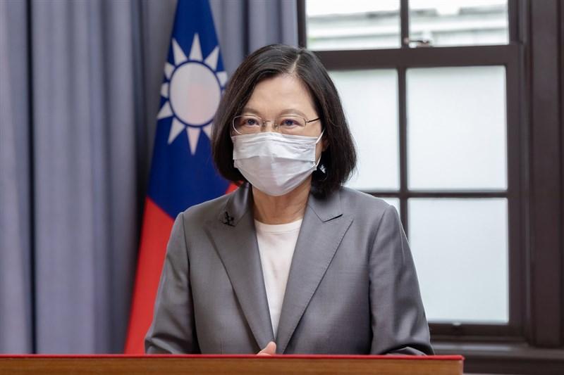 日本宣布7月再提供台灣100萬劑AZ疫苗,總統蔡英文25日感謝日本,並強調堅持民主價值讓台灣在國際上交到許多真朋友,台日友誼不會因為流言蜚語而動搖。(總統府提供)