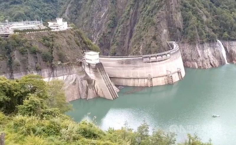 德基水庫水位每天微幅上升,25日水位為1360.19公尺,距離夏季最低水位歸線1366公尺,剩下6公尺。(民眾提供)中央社記者趙麗妍傳真 110年6月25日