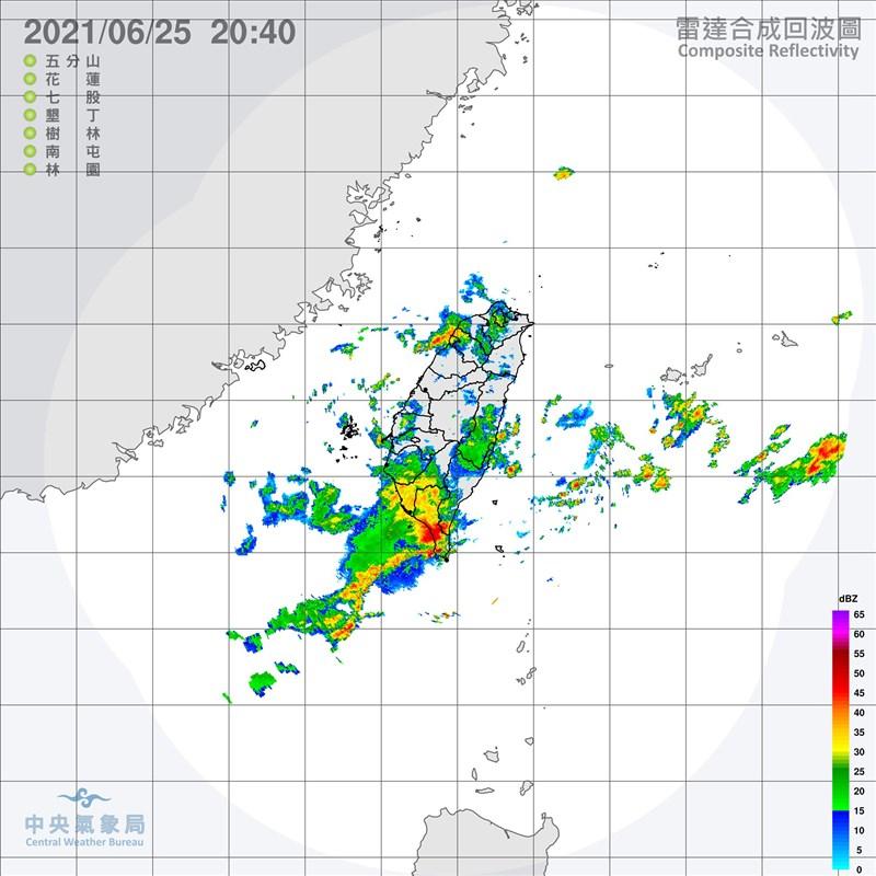 根據氣象局統計,截至25日晚上8時,高屏多處地區累積雨量已逾100毫米。(圖取自中央氣象局網頁cwb.gov.tw)
