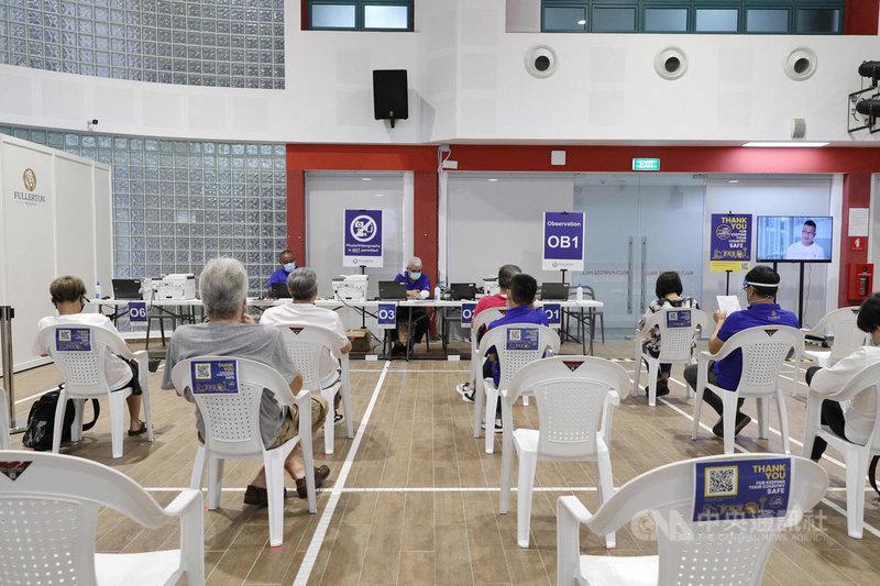 新加坡推動疫苗接種計畫,全島廣設30多個接種中心,圖為設於惹蘭勿剎民眾俱樂部的疫苗接種中心。(新加坡通訊及新聞部提供)中央社記者侯姿瑩新加坡傳真 110年6月26日