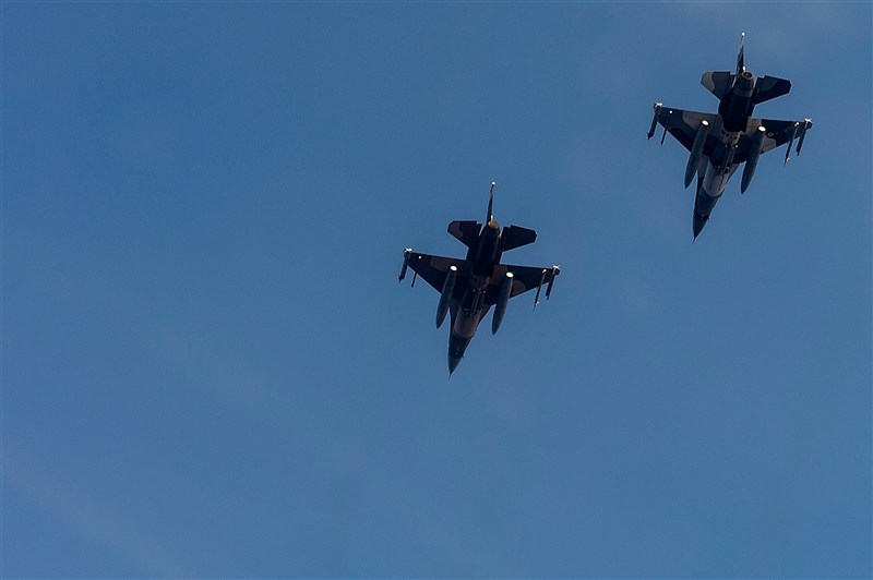 美國國務院近日同意分3項協議對菲軍售,這將是菲律賓首度獲得F-16戰鬥機。圖為美軍F-16C戰鬥機。(圖取自facebook.com/USairforce)