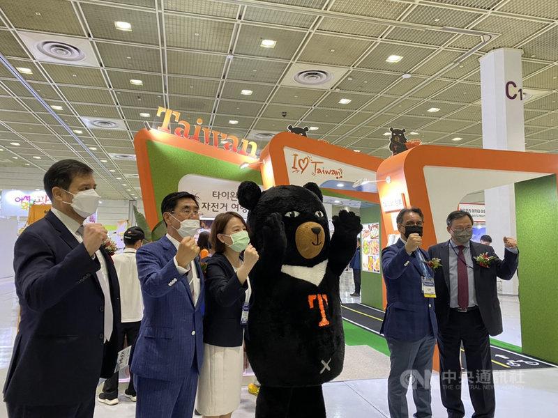 首爾國際觀光博覽會本週末登場,在2019冠狀病毒疾病(COVID-19)疫情下,被列為最有可能開放旅遊泡泡對象之一的台灣館,成為場內最受矚目的焦點之一。(駐首爾辦事處提供)中央社記者廖禹揚首爾傳真 110年6月27日
