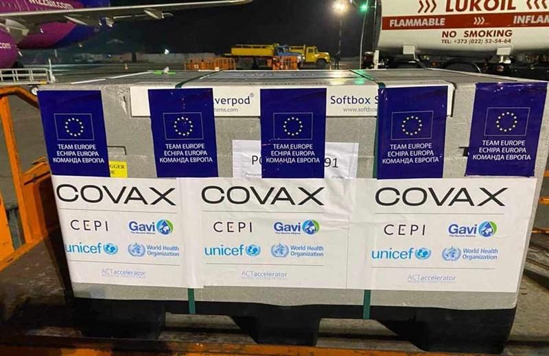 指揮中心指揮官陳時中28日表示,2020年已向美國生技公司諾瓦瓦克斯洽購疫苗,但對方回應要透過COVAX平台;如今COVAX幾乎停擺。(圖取自facebook.com/GAVI)