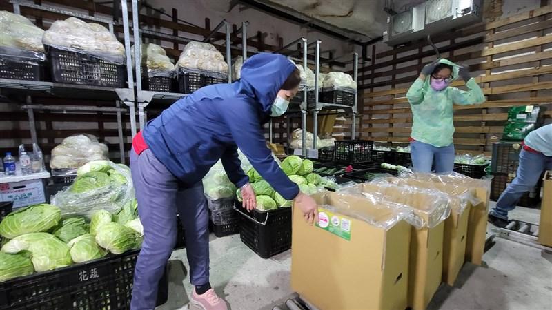 行政院消費者保護處28日發布新聞稿提醒,網購食品到貨時應立即檢查,若有問題拍照存證,並注意生鮮食品沒有7天無條件退貨的權益。(民眾提供)