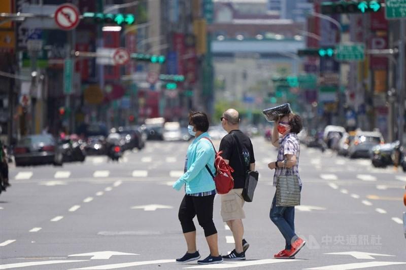 氣象局表示,今年全台5月均溫達攝氏27.8度,是1947年以來最熱的5月。(中央社檔案照片)