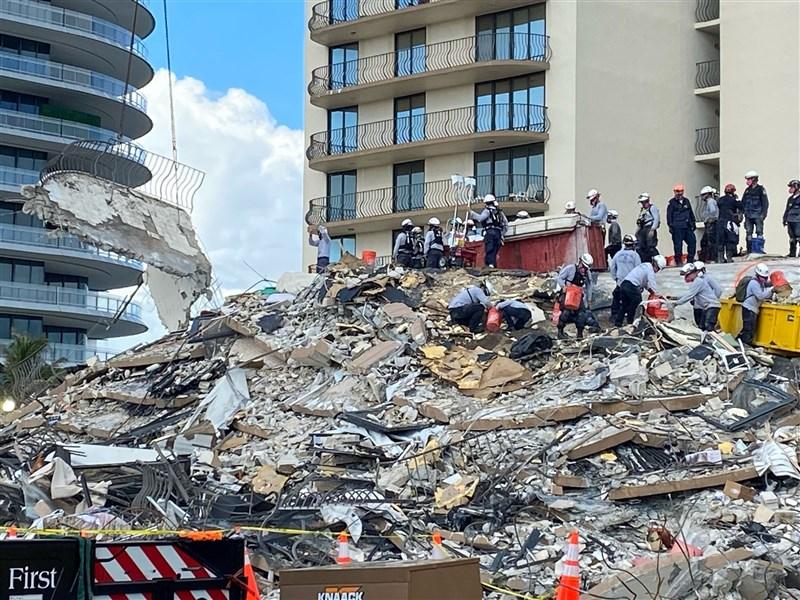 美國佛羅里達州一棟濱海公寓近兩週前坍塌,邁阿密戴德郡郡長萊文卡瓦7日表示,搜救行動結束。(圖取自twitter.com/MiamiDadeFire)