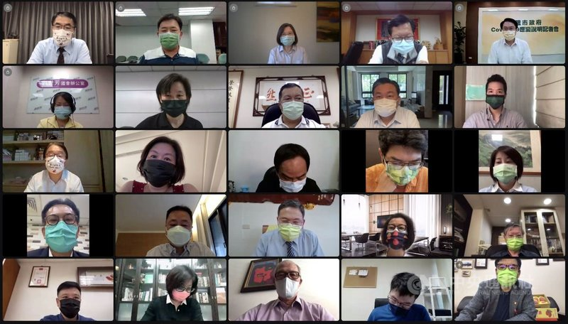民進黨主席蔡英文(第一排右三)30日主持中執會,提到疫苗將累計超過526萬劑,未來2個月,將有能量擴大跟加速疫苗的施打。(民進黨提供)中央社記者溫貴香傳真  110年6月30日