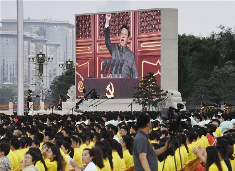 「外交政策」一篇文章指出,北京當局企圖恫嚇台灣,卻反讓國際支持台灣聲浪增加。圖為1日中共總書記習近平在中共百年黨慶中致詞。(共同社)