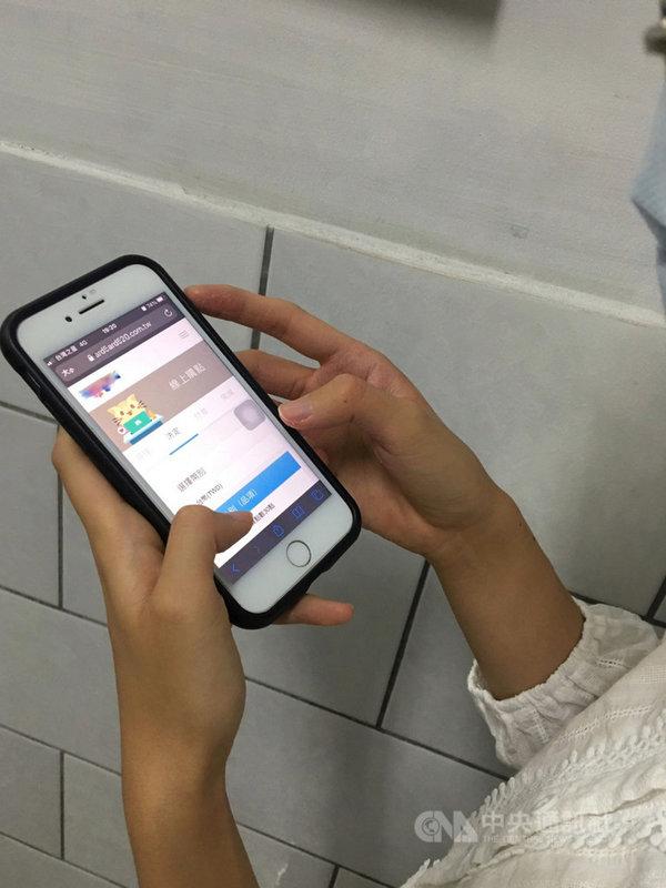 台中市政府法制局3日表示,有小朋友利用線上學習時購買高額線上遊戲點數,提醒家長管控付款密碼,以免荷包大失血。(法制局提供)中央社記者郝雪卿傳真  110年7月3日