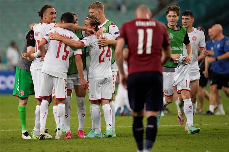 「北歐童話」丹麥3日靠著上半場2度破網,以2比1擊敗「東歐鐵騎」捷克,在2020歐洲國家盃8強淘汰賽勝出。(圖取自facebook.com/EURO2020)