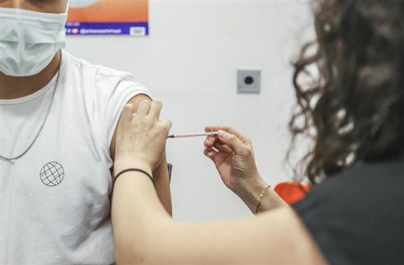 土耳其加速2019冠狀病毒疾病疫苗接種工作,同時致力確保疫苗保護效力充足。(圖取自facebook.com/sbfahrettinkoca)