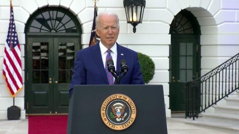 美國總統拜登4日在國慶演說中樂觀表示,即使疫情尚未消失,但「我們即將看到光明的未來。」(圖取自facebook.com/POTUS)