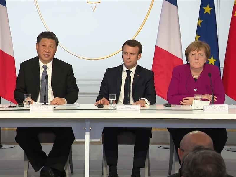 中國國家主席習近平(左)5日和法國總統馬克宏(中)、德國總理梅克爾(右)舉行視訊峰會。圖為2019年3月習近平、梅克爾、馬克宏及時任歐洲聯盟執行委員會主席榮科會談後舉行聯合記者會。(圖取自Élysée YouTube頻道網頁youtube.com)