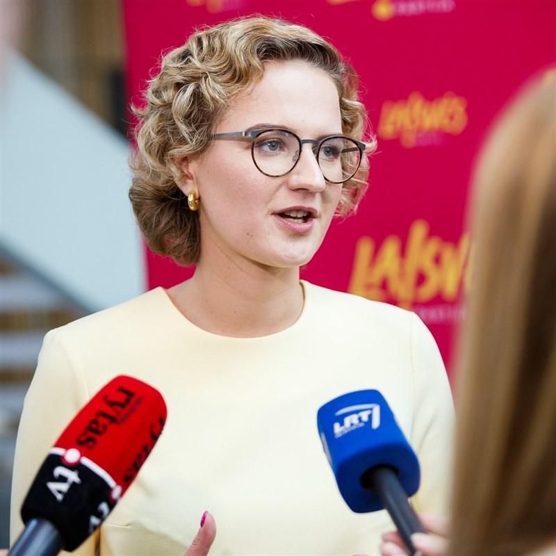 立陶宛經濟部長阿爾莫奈特接受德國媒體訪問時表示,預計今年10月或11月在台灣成立辦事處。(圖取自facebook.com/ausrine.armonaite)