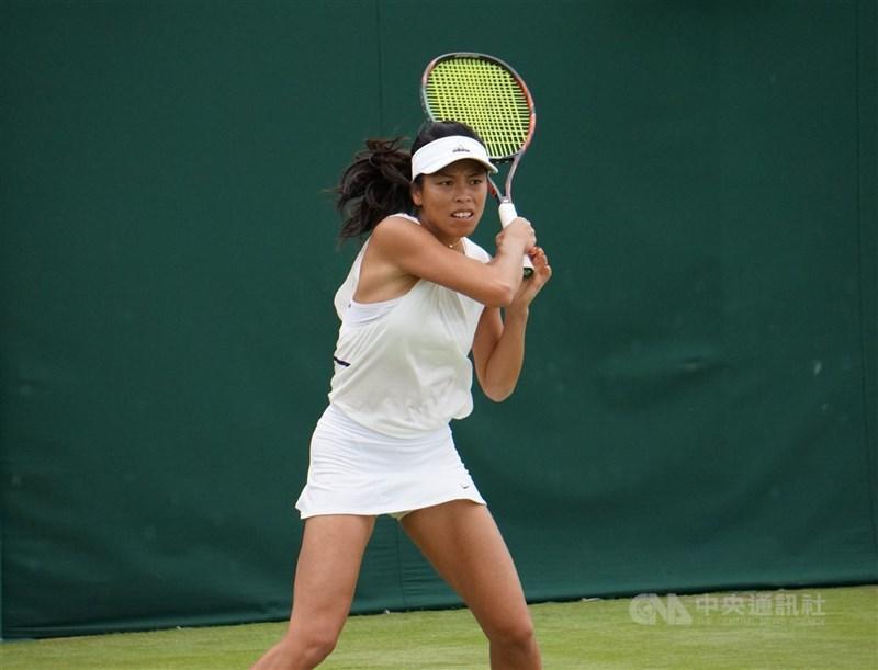 台灣網球一姊謝淑薇(圖)與比利時搭檔梅丹斯9日在溫布頓網球錦標賽挺進女雙決賽。(中央社檔案照片)