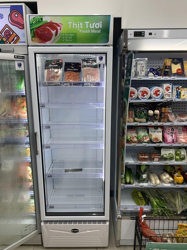 越南胡志明市籠罩在封城的恐懼與猜疑中,當局近來關閉許多傳統市場,線上購物貨品也被掃光,導致大量民眾湧入超市搶購。中央社記者陳家倫河內傳真 110年7月9日