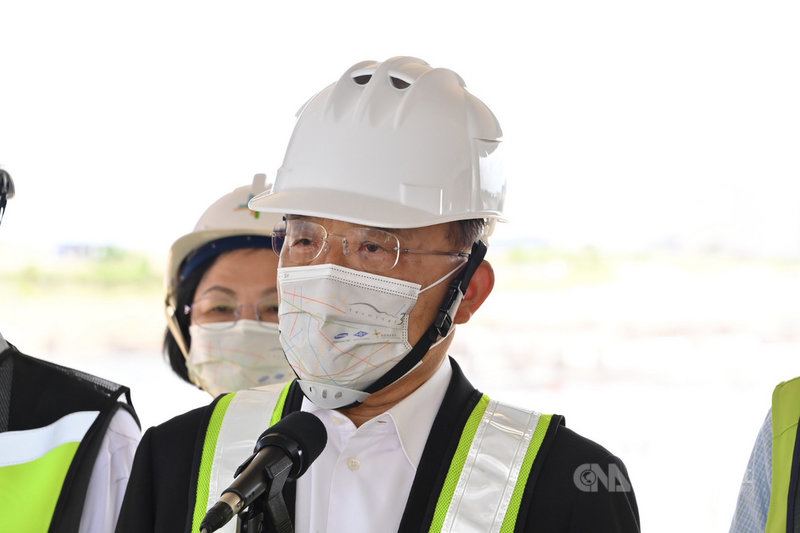 外傳上海復星醫藥已於9日與鴻海及台積電正式簽訂BNT 疫苗的銷售協議。行政院長蘇貞昌11日表示,還在程序進行中,一有確定結果,自然會向大家報告。(行政院提供)中央社記者陳俊華傳真 110年7月11日