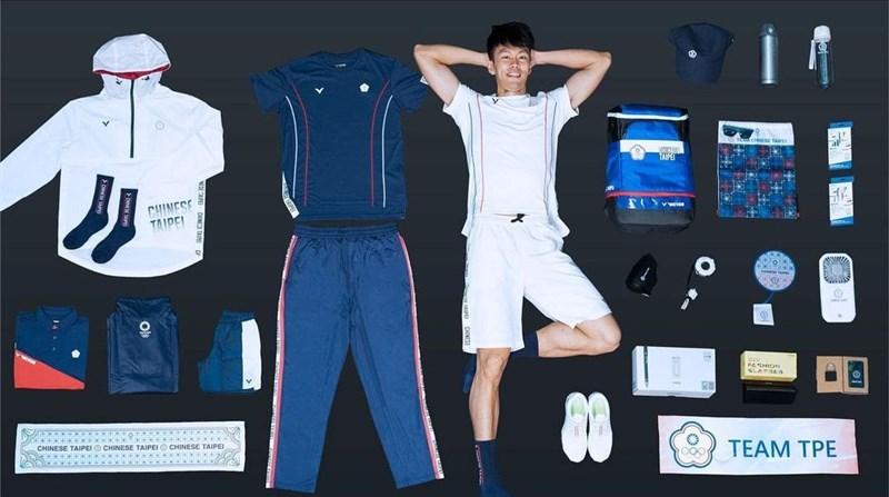 總統蔡英文11日晚間透過Instagram開箱台灣選手前進東京奧運的裝備箱,她說,這次裝備特別新增許多防疫物資,酒精、口罩、隔離衣、額溫槍等。(圖取自instagram.com/tsai_ingwen)