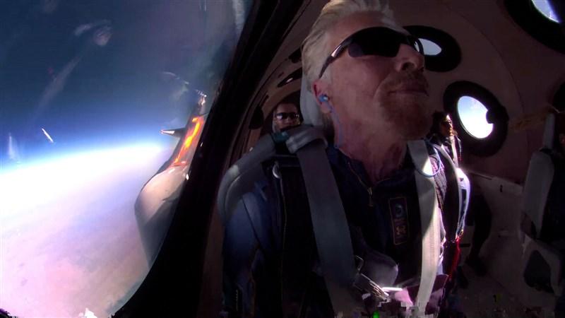 英國億萬富翁布蘭森(圖)11日在美國新墨西哥州沙漠舉辦一場熱鬧的派對,紀念自己首趟太空之旅圓滿成功。(圖取自twitter.com/richardbranson )