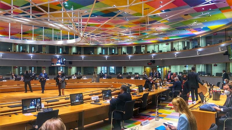 歐盟懷疑中國「一帶一路」倡議計劃透過連接亞洲和歐洲來謀求更大影響力,歐盟外長會議(圖)12日同意推出一項連結歐洲與全世界的國際基礎建設計畫。(圖取自twitter.com/SFischer_EU)