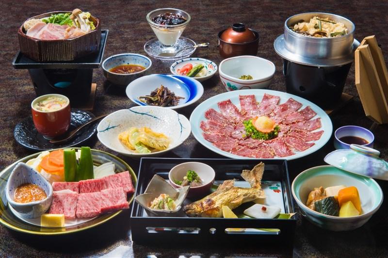 餵飽奧運選手是件龐大差事,來自全世界的選手每天吃掉上萬份餐點。東京奧運嚴格防疫禁止選手到外面餐廳用餐,讓選手村的廚師倍感壓力。(示意圖/圖取自PAKUTASO圖庫)