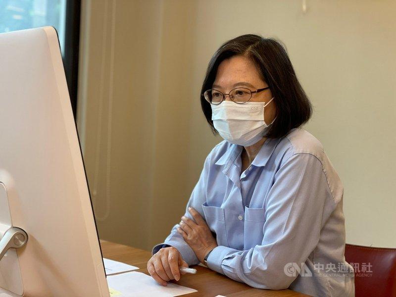 民進黨主席蔡英文14日指出,儘快把整體疫苗覆蓋率提升起來,增加社會總體防疫保護力,距離警戒降級的日子才會越來越近。(民進黨提供)中央社記者葉素萍傳真 110年7月14日