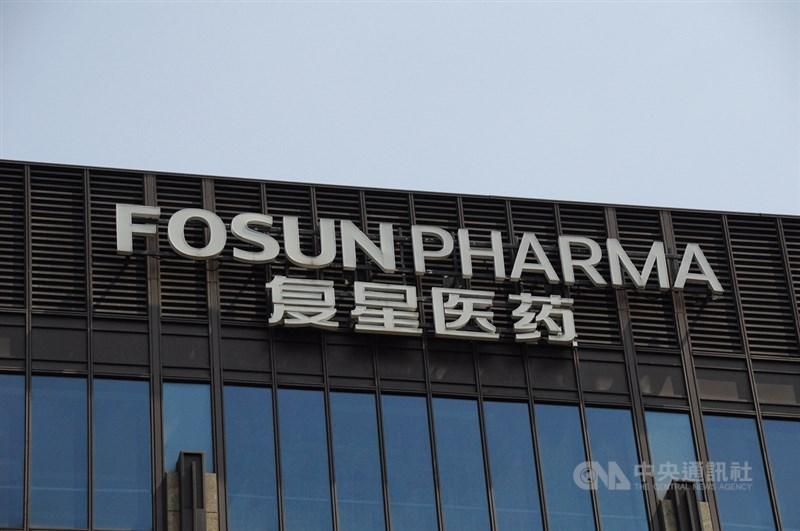 台積電、鴻海與上海復星醫藥達成疫苗取得協議。路透社報導,BNT疫苗代理商上海復星醫藥在協商期間曾要求取得台灣的醫療紀錄。(中央社檔案照片)
