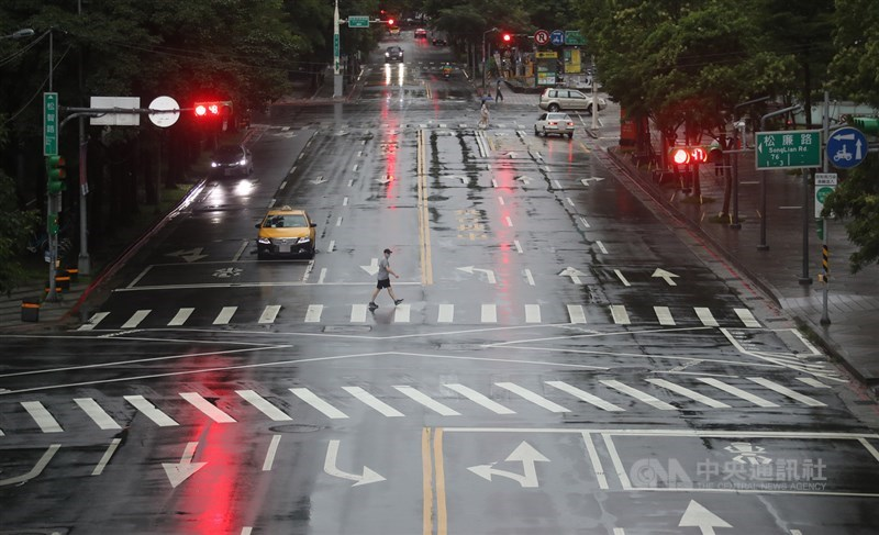 氣象局15日針對台南發布豪雨特報,台中、高雄等9縣市防大雨。(中央社檔案照片)