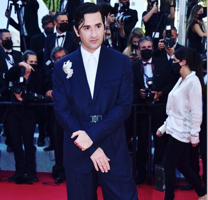 法國喜劇演員兼導演尼古拉斯莫瑞(前)是今年「同志金棕櫚獎」評審團主席。他說,同志金棕櫚獎意在讓那些時常被歧視的群體心聲最終被注意和聽見。(圖取自instagram.com/nicolasmauryofficiel)