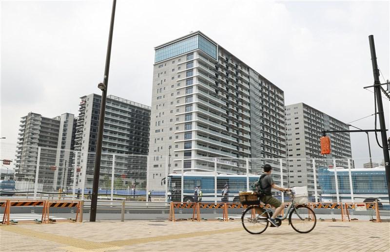 日本東京奧運選手村截至18日累計3人確診,其中兩人是首例選手染疫。(共同社)
