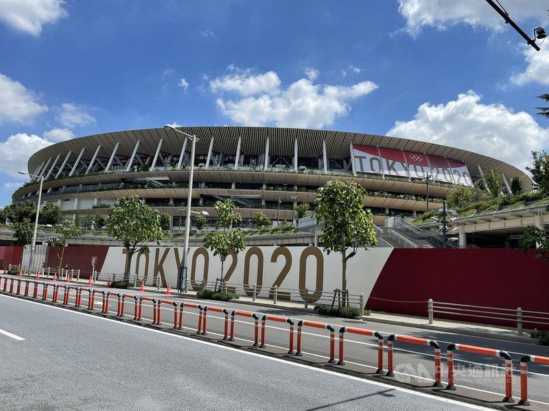 東京奧運將於23日登場,為確保比賽安全無虞,日本警察廳總計動員史上最大規模的近6萬警力投入維安,19日起主場館國立競技場(圖)周邊擴大管制。中央社記者楊明珠東京攝  110年7月19日