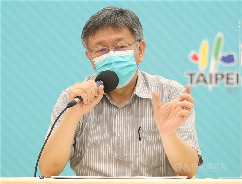 柯文哲(圖)18日在台北市政府COVID-19防疫會議中討論,台北市是否要舉債新台幣80億元自購第3劑疫苗,他表示將會再觀察半年。(中央社檔案照片)