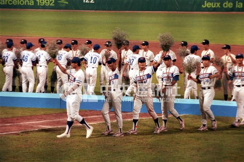 中華棒球隊1992年在巴塞隆納奧運勇奪銀牌,為台灣棒球運動史創下最高成就。(中央社檔案照片)