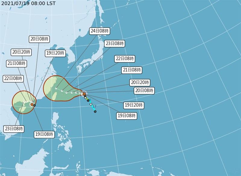 颱風查帕卡19日上午10時生成,預測朝北緩慢移動;颱風烟花19日凌晨2時颱風中心位於台北東方1050公里的海面上,預測朝西北西方向前進。(圖取自中央氣象局網頁cwb.gov.tw)
