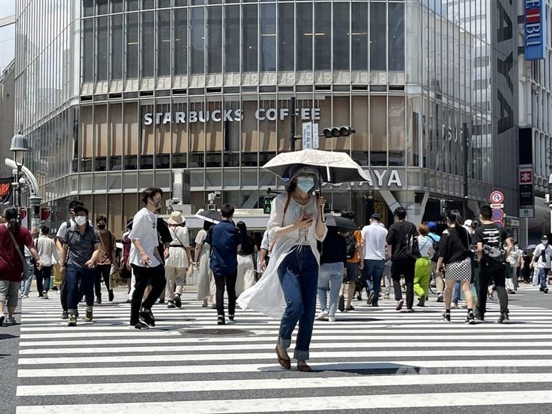 東京都疫情持續快速擴大,20日新增1387例確診病例,近一週已6天單日新增破千例。圖為東京都JR澀谷車站前。中央社記者楊明珠東京攝 110年7月19日