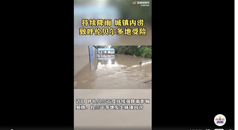 中國內蒙古呼倫貝爾市兩座水庫18日因暴雨導致漫頂潰壩,淹沒13萬公頃農田,逾1.6萬人受災。(圖取自weibo.com/nmgxf119)