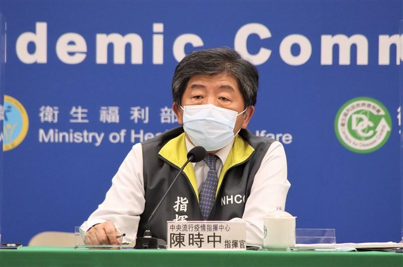 中華代表團出征東京奧運,但因選手坐經濟艙引起議論。指揮中心指揮官陳時中20日被問到事前是否有提供國手搭機建議,他表示僅有建議保持社交距離。(指揮中心提供)