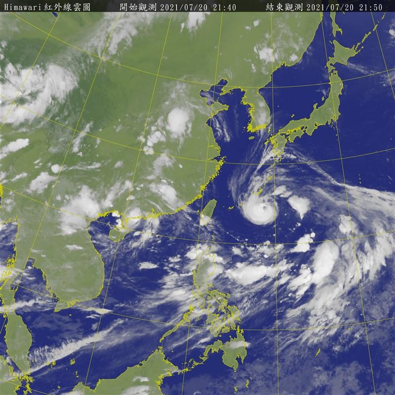 中央氣象局表示,颱風烟花20日晚間8時增強為中度颱風。(圖取自中央氣象局網頁cwb.gov.tw)