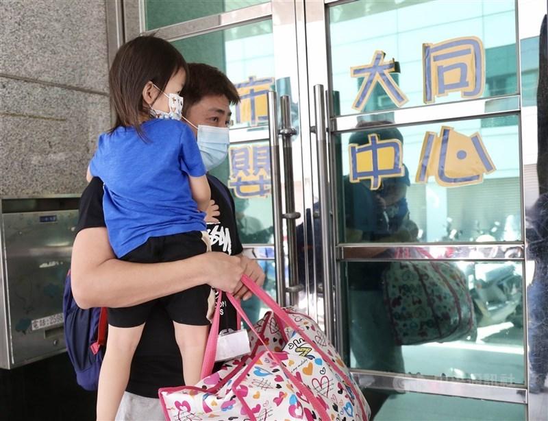 台北市幼兒園、安親班將從27日起開放,收托人數降載至50%;操場則從31日起開放民眾進入。(中央社檔案照片)