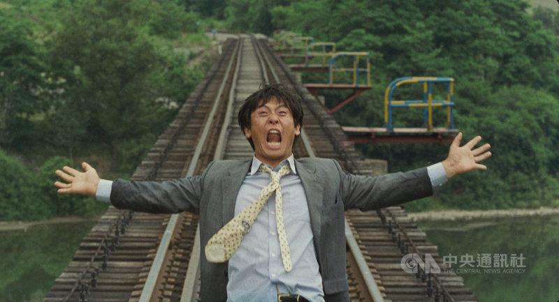 南韓名導李滄東的經典電影「薄荷糖」4K修復版即將登上台灣大銀幕,全片使用嚴格倒敘手法,闡述一個自殺男人的生命軌跡,在7個時間軸中埋藏大量象徵與隱喻,同時結合南韓當代歷史與社會變遷。(甲上娛樂提供)中央社記者葉冠吟傳真  110年7月21日