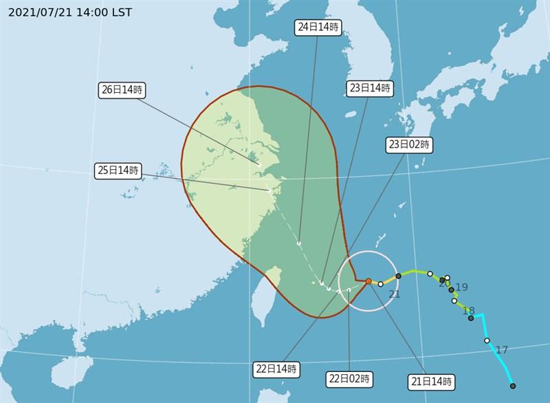 氣象局21日下午更新中颱烟花最新資訊,目前路徑稍微北偏,強度略為增強。(圖取自中央氣象局網頁cwb.gov.tw)